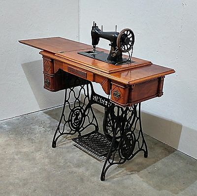 Antique 'Singer' Sewing Machine in Cast Iron Treadle Table (20M)
