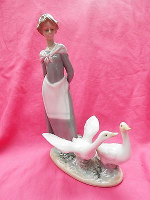 LLADRO Vintage Boxed Figurine Girl with Pair of Geese BARNYARD SCENE  5659