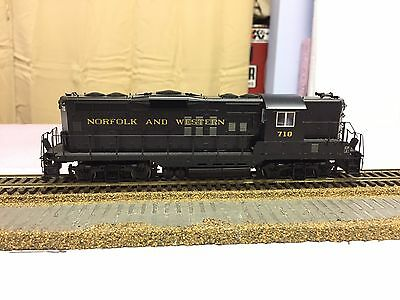 Proto 2000 GP9 Phase II Norfolk And Western 710 with Digitrax DCC