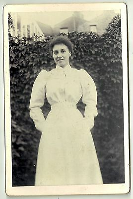 Victorian cabinet card photo young woman pale dress  unstated photographer