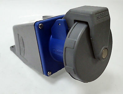 HUBBELL PIN AND SLEEVE 360R6W RECEPTACLE w/ BACKBOX 250V 60A