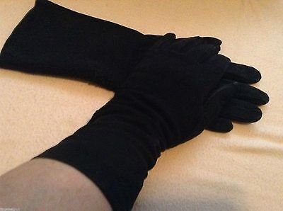 Nice pr of Vtg SUEDE GLOVES Lined size 6.5 tiny flaps at wrist w/ button holes