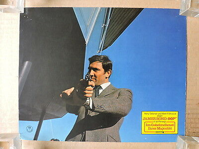 George Lazenby aims his gun orig German LC 1969 On Her Majesty's Secret Service