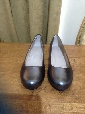 Women's Soft Leather shoes By ROCKPORT, Close To New, Size EUR 37.5/ 7