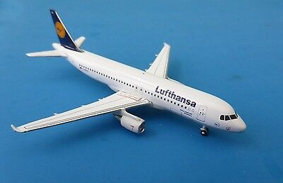Gemini Jets Lufthansa Aibus A320 D-AIPB 1/400 Scale Model Aircraft. Free UK Post