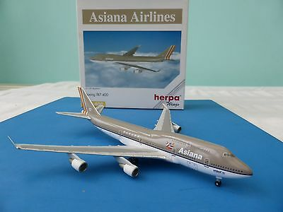 Herpa ASIANA Airlines Boeing 747 HL-7413 1/400 Scale Model. Free UK Post!