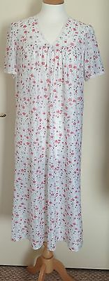 Vintage Beautiful Lace Nightdress with Vintage Floral Print Size 16-18 VGC