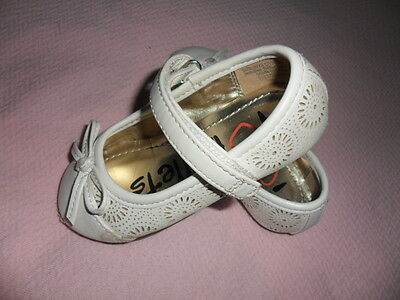 girls shoes size 6 in white