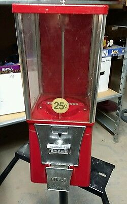 $.25 Route Used EAGLE Candy or Gumball Vending Machine E4