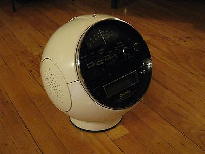 VINTAGE WELTRON SPACE BALL MODEL 2001 AM/FM RADIO / 8 TRACK STEREO PLAYER- 1970s