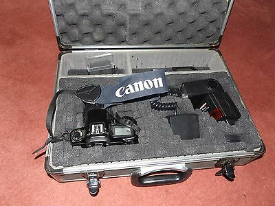 Vintage Canon 35Mm Camera With Carry Case --- Must See---