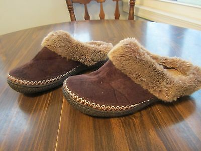 Womans Isotoner Slippers Size 7.5 - 8
