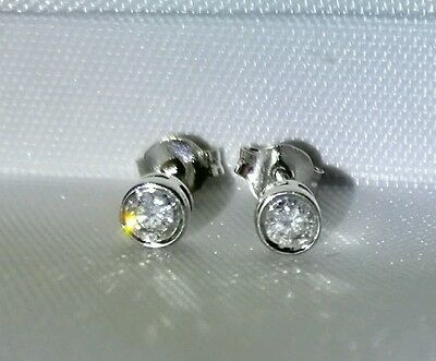 Beautiful 9ct White Gold 0.30ct Diamond Solitaire Earrings