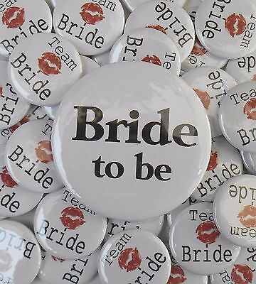 """16 x Team Bride Kiss 1"""" and one 'Bride to be' Favour Badges Hen Party Do Wedding"""