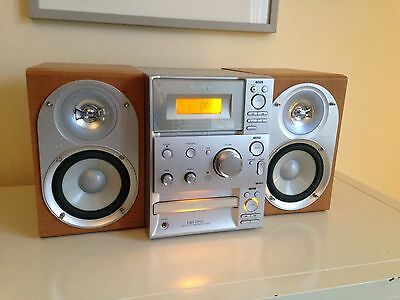 Sony Hi Fi Cmt-Cp101 Radio And Cd Player.