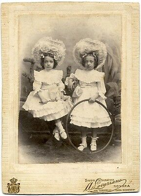 Cabinet Novara Two girls with curious hat and circle Photo Lovazzano Torino 1900