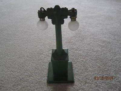 Marx O Scale STREET LIGHT - EXCELLENT CONDITION!  Green w/ Bulbs ACCESSORIES