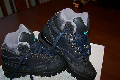 Men's/Youth Black Nike Air Hiking Boots Size 5.5