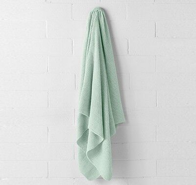 Aura by Tracie Ellis - Pastel Mint Knitted Throw Rug