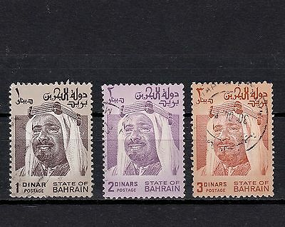 BAHRAIN 1980s SELECTED HIGH VALUE STAMPS TO THREE DINARS WITH P.12x12½ PERFS