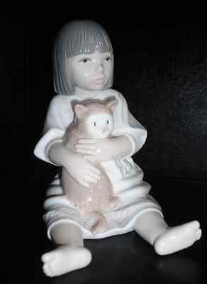 Mint - retired Nao Lladro 'Sitting  Pretty' Little Girl With Her Kitten