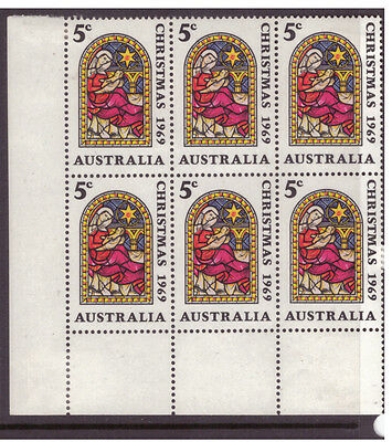 Australia 1969 Christmas SG444 block of 6 mint hinged stamps