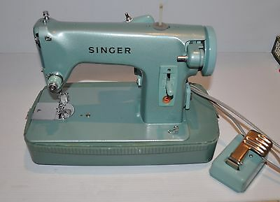 vintage SINGER RETRO GREEN SEWING MACHINE 285-J with Carry Case