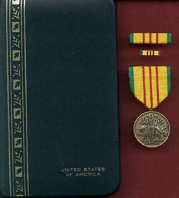 Vietnam Service medal cased set with ribbon bar and lapel pin