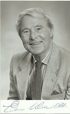 1925-1999 ERNIE WISE, glossy b/w promo photo, ORIGINALLY SIGNED!