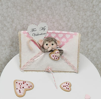 """Needle Felted """"Valentine Mouse"""" In A Pretty Embroidered Display Greeting"""