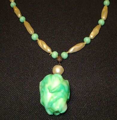 Vintage Retro Green and Pearl colored porcelain Necklace