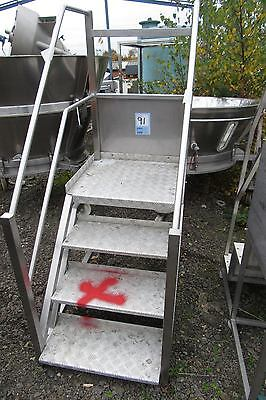 stainless steel steps. mobile 4 rise access platform