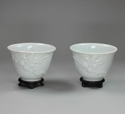 Pair of Chinese blanc de chine teabowls, 19th/20th century,
