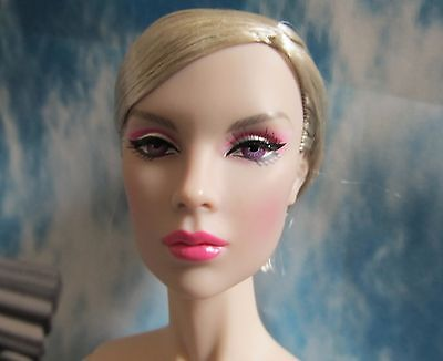 """Fashion Royalty Modern Love Tulabelle Nude With Stand & Coa 16"""""""
