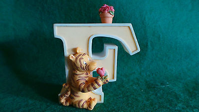 Michel & Co ~ Classic Pooh ~ Pooh's Alphabet ~ Letter 'F'