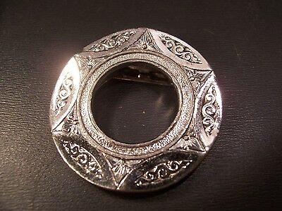 Celebrity Round Silver Tone Etched Scarf Clip