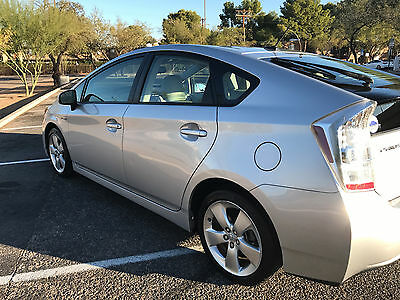2010 Toyota Prius V Fully Loaded,Leather, Navigation , Backup Camera , Technology Package