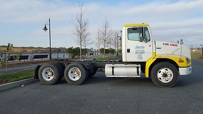 2001 Freightliner FL 112- Semi Tractor-Tandem Axel- Day Cab-CAT C12 Engine