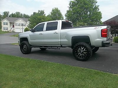 "2016 Chevrolet Silverado 1500 Z71 2016 CHEVY SILVERADO 1500 CREW CAB STD BED Z71 4X4 LIFTED 35"" TIRES"