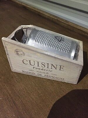 """New Small Timber Parmesan Cheese Grater """"Cuisine Fonderie"""" 14cm  x 8cm X 7cm"""