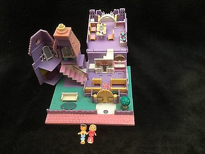 Polly Pocket mini (église lumineuse avec 2 personnages)