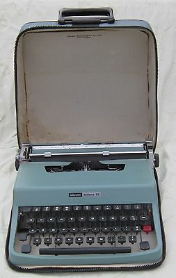 Vintage 1970 OLIVETTI LETTERA 32  Portable TYPEWRITER w/ CARRY CASE