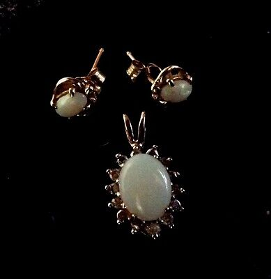 Vintage 10K Yellow Gold Opal Pendent And Stud Earrings Set