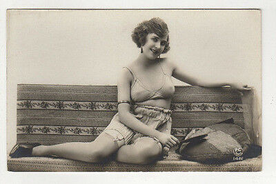 1910 Original French Photo Pc Nude Naked Woman On Sofa 2