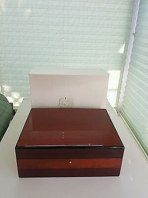 Hiltwood Large Cigar Humidifier Lacquered Wood Box