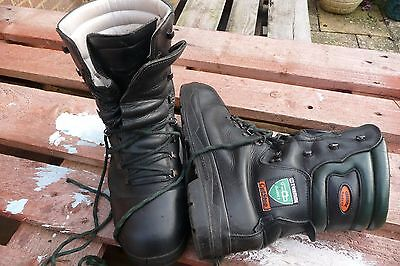 treemme cutstop chainsaw boots size 44 / UK size 10