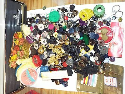 Job Lot Collection Of Vintage Sewing Buttons  Related Items - See Pictures