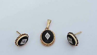 Ladies Oval Onyx Pendant/Earrings Set w/ 3 Accent Diamonds  - 14K Yellow Gold