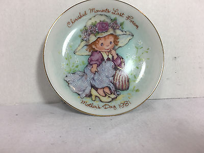 """Exclusive Avon Mothers Day Porcelain Plate """"Cherished Moments Last Forever"""" 1981"""