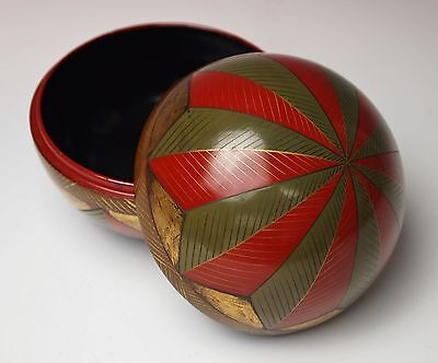 ANTIQUE JAPANESE LACQUER ROUND COVERED BOX Red Green Gold 1900 Meiji Urushi